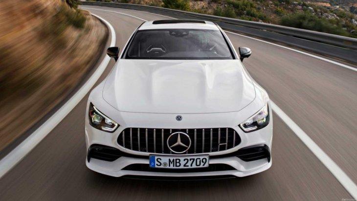 เริ่มต้นที่รุ่น Mercedes-AMG GT 53 ซึ่งเป็นเครื่องยนต์เบนซิน 6 สูบแถวเรียง ความจุ 3.0 ลิตร พร้อมเทอร์โบไฟฟ้า ให้กำลังสูงสุด 429 แรงม้า แรงบิดสูงสุด 520 นิวตัน-เมตร พร้อมระบบ EQ Boost ที่เพิ่มกำลังสูงสุดอีก 21 แรงม้า แรงบิดสูงสุดอีก 250 นิวตัน-เมตร