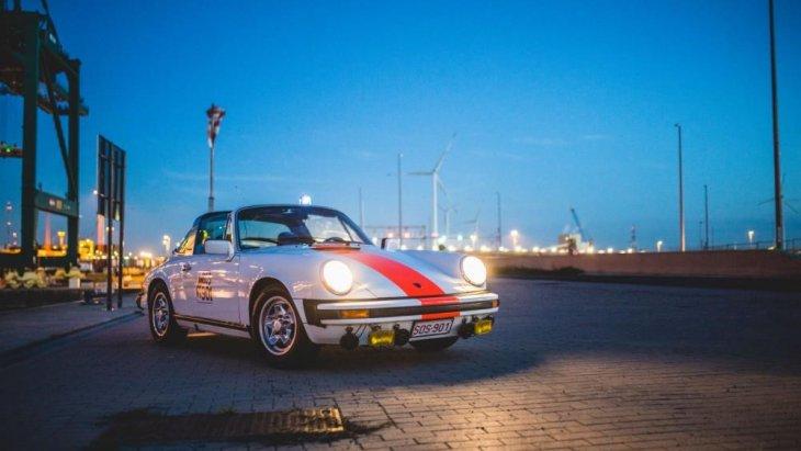 """โดยในปี ค.ศ. 2013 ค่ายปอร์เช่ก็ได้ ผลิตโฉมพิเศษของ 911 เพื่อเฉลิมฉลอง 50 ปี ใช้ชื่อว่า """"Porsche 911 50th Anniversary"""""""