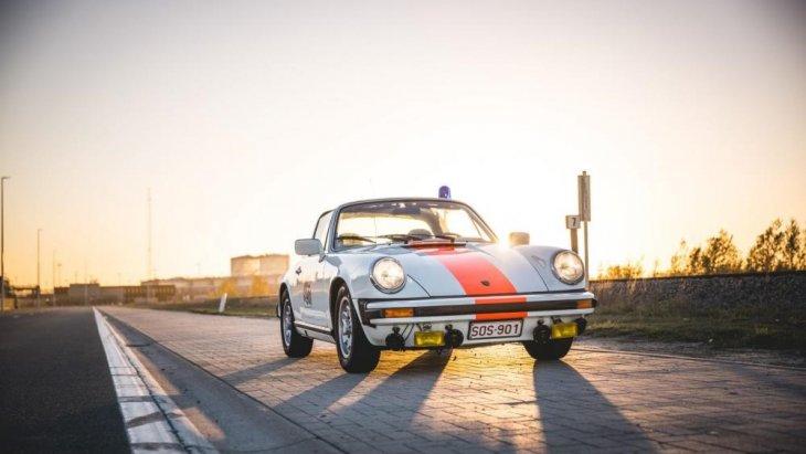 ปอร์เช่ 911 เป็นชื่อเรียกสายการผลิตรถยนต์นั่งประเภทสมรรถนะสูงเครื่องยนต์กลางลำหลัง 2 ประตู 4 ที่นั่ง