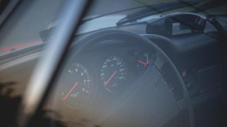 Porsche 911  ได้รับการจัดอันดับเป็นคูเป-โรสเตอร์ แถวหน้าของโลก ทั้งยังดีไซน์ที่สวยงามที่ข่วยให้ติดอันดับได้ไม่ยาก