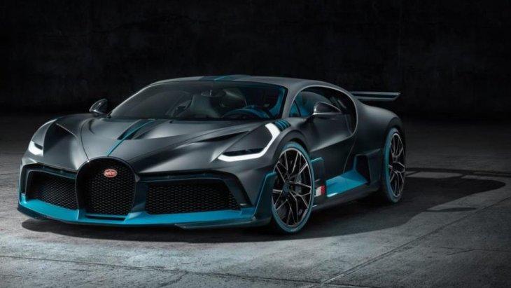 ตัวรถให้ความรู้สึกล้ำสมัยคล้ายๆ กับต้นแบบในโลกเสมือนอย่าง Bugatti Vision Gran Turismo Concept ในปี 2015