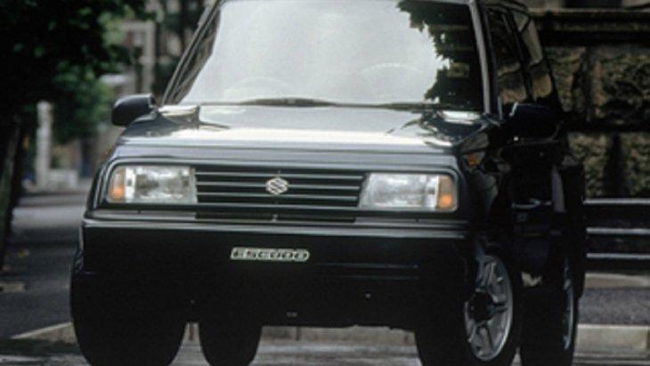 ปี 1988 SUZUKI Vitara รุ่น 3 ประตู เครื่องยนต์ขนาด 1.6 ลิตรมีน้ำหนักเบา ระบบเกียร์ธรรมดา 5 สปีด