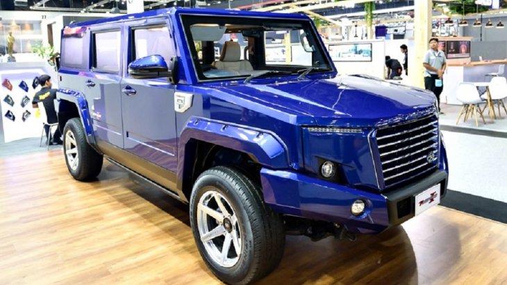ร่วมกับนักออกแบบชั้นแนวหน้า (Designer) จากอังกฤษ Mr.Steve Harper สุดยอด Car Designer จาก Shado Car Design