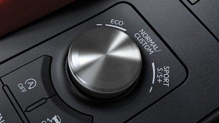 DRIVE MODE SELECT โหมดการขับขี่หลากหลายรูปแบบ เพื่อให้คุณสามารถเลือกปรับสมรรถนะการขับขี่ที่เหมาะกับสไตล์ของคุณ โดยสามารถเลือกเปลี่ยนได้ 4 รูปแบบ คือ NORMAL, ECO, SPORT S / S+ และ Custom Modes.