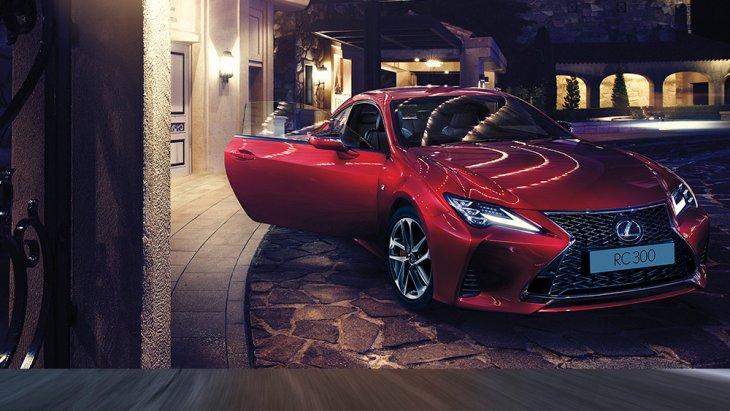 สีแดงสวยสดไม่แพ้กัน RC 300 E-Sport Coupe ราคาเริ่มต้นที่ 5,665,000 THB