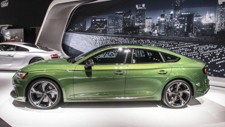 ถือเป็นรุ่นท็อปแห่งสายพันธุ์ของ Audi Sport เลยก็ว่าได้