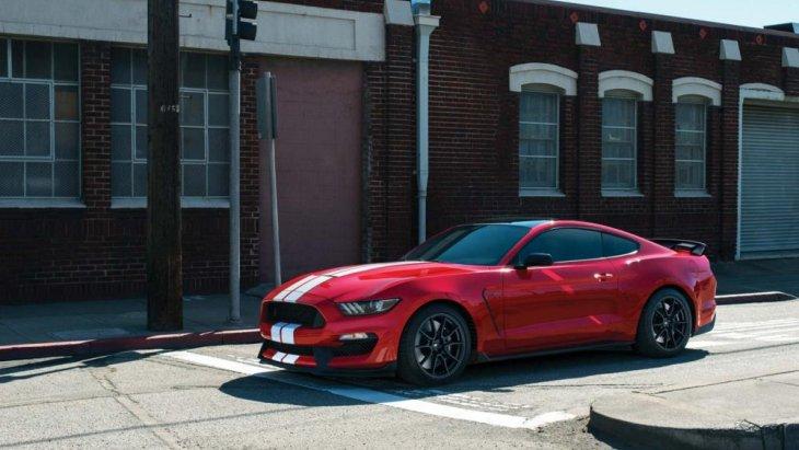 Ford Mustang GT350  2018 ที่ได้รับการพัฒนาจาก  Ford Mustang Shelby GT350
