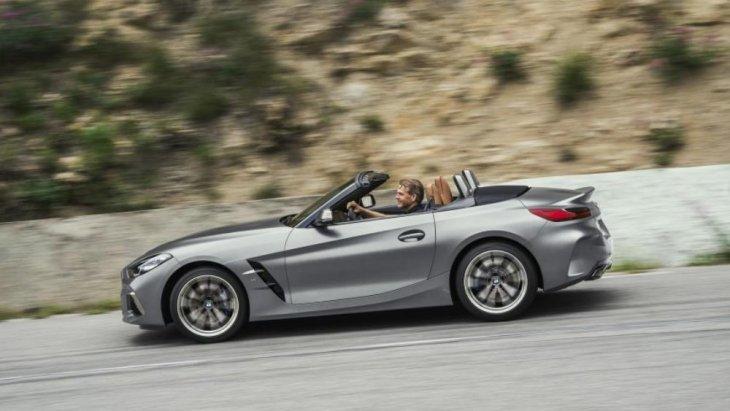 BMW Z4 2019 ทุกรุ่นมาพร้อมหลังคาแบบ Soft top สามารถเปิด-ปิดด้วยระบบไฟฟ้าในเวลา 10 วินาที ที่ความเร็วสูงสุดไม่เกิน 50 กม./ชม.