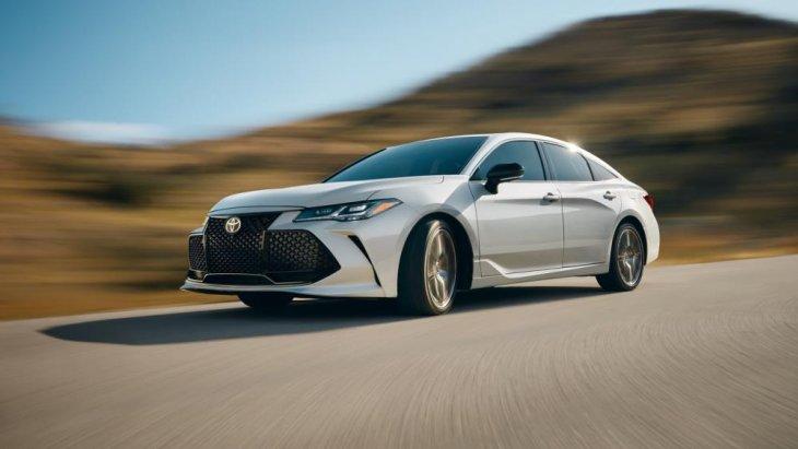ซึ่งในปัจจุบัน Toyota ในสหรัฐ ฯ จัดให้ Toyota Avalon 2019 ใหม่ เป็นรถพรีเมียมขนาดกลางที่มีดีไซน์ขยับเข้าไปใกล้ Lexus มากขึ้น