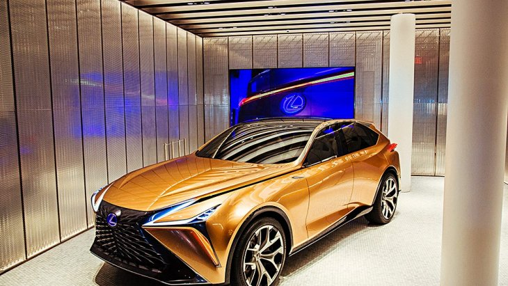 Lexus LF-1 Limitless concept นั้น ออกแบบโดยทีมงานของ CALTY Design Research ในแคลิฟอร์เนีย สหรัฐฯ ยังไม่มีกำหนดการผลิตจริง ดังนั้นถ้าใครอยากได้มาเก็บไว้เป็นคอลเลคชั่นส่วนตัว คงต้องเก็บเงินรอเอาไว้ก่อน