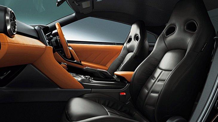 Nissan GTR รุ่นนี้มีสกิมสีภายใน 3 สีใหม่จาก Nissan ที่พัฒนาขึ้นมาสำหรับ Nissan GT-R Special-Edition โดยเฉพาะ มีตัวอย่างสีดังนี้