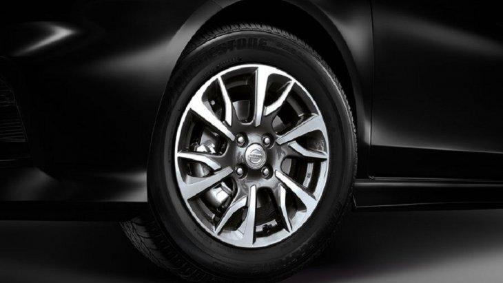 เพิ่มความเป็นสไตล์สปอร์ตให้กับ Nissan Almera 2018-2019 ด้วยล้ออัลลอยด์รมดำลายพิเศษ