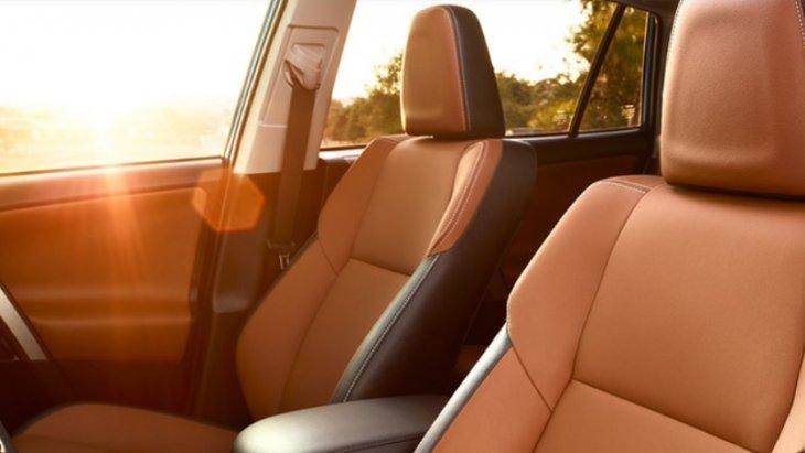 เบาะนั่งคู่หน้าออกแบบมาเพื่อรองรับสรีระของผู้ขับขี่และผู้โดยสารให้นั่งสบาย ไม่เมื่อยล้าตลอดการเดินทาง