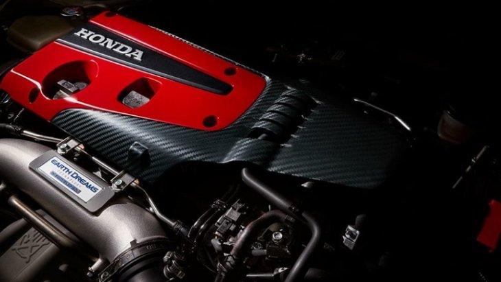 CIVIC TYPE R 2019 มาพร้อมกับเครื่องยนต์สมรรถนะสูง Type R Honda-badged ขนาด 2.0 ลิตร VTEC ที่โดดเด่นด้วยการตกแต่งฝาครอบเครื่องยนต์สีแดงเพื่อให้ได้อารมณ์รถยนต์สไตล์สปอร์ต