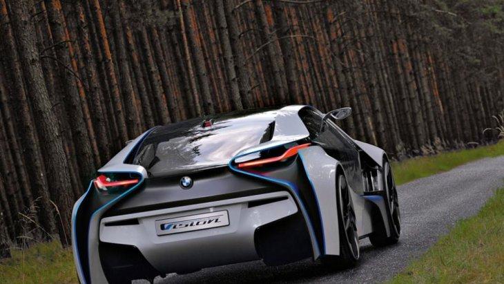 BMW เผยว่า Vision EfficientDynamics นี้มีอัตราการสิ้นเปลืองน้ำมันอยู่ที่ 3.76 ลิตร/100 กิโลเมตร ซึ่งสามารถเคลื่อนที่ไปได้ไกลถึง 50 กิโลเมตรโดยใช้พลังงานไฟฟ้าเพียงอย่างเดียว