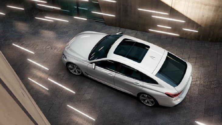 เพิ่มความหรูหราให้กับ BMW 6 Series Gran Turismo ด้วยหลังคากระจกพาโนรามาเพื่อให้คุณได้สัมผัสกับบรรยาย ภายนอกได้อยากเต็มตา