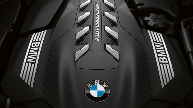 BMW 8 Series Coupé  มาพร้อมกับเครื่องยนต์เบนซิน TwinPower Turbo 8 สูบความจุ 4.4 ลิตรและ 390 กิโลวัตต์ 530 แรงม้า