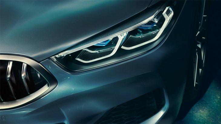 BMW Laser light  ที่ส่องสว่างได้ไกลถึง 600 เมตร ซึ่งไกลกว่าไฟหน้าของรถยนต์ทั่วไปถึง 2 เท่า