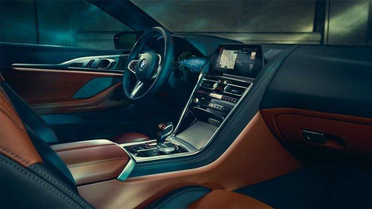 ภายในห้องโดยสารของ BMW 8 Series Coupé ออกแบบและตกแต่งด้วยวัสดุคุณภาพระดับพรีเมียม