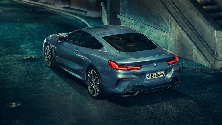 ระบบการขับขี่ของ BMW 8 Series Coupé เป็นระบบการขับเคลื่อน BMW xDrive ซึ่งเป็นระบบล้ออัจฉริยะที่ช่วยควบคุมล้อและยางให้สามารถยึดเกาะถนนได้อย่างมีเสถียรภาพและปลอดภัยมากยิ่งขึ้น