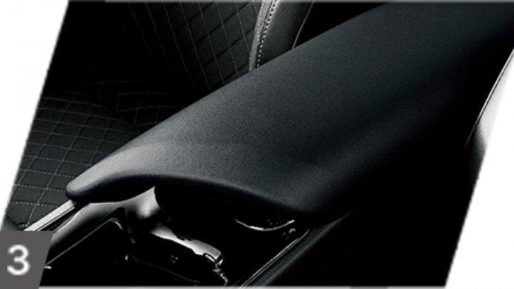 กล่องเก็บของคอนโซลกลางหุ้มหนังสีดำ
