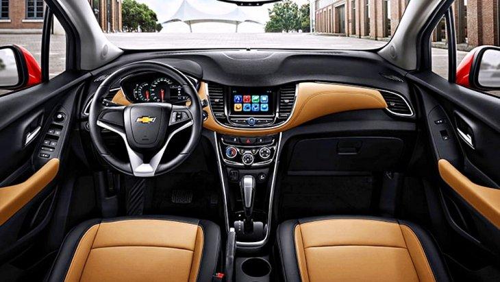ดีไซน์ภายในห้องโดยสารสไตล์สปอร์ต มาตรวัดสองหน้าปัดทันสมัย หน้าจอสัมผัสขนาด 7 นิ้ว รองรับการเชื่อมต่อ Apple CarPlay และ Android Auto พร้อมช่องเสียบ USB/AUX/ Bluetooth สามารถสั่งงานด้วยเสียง