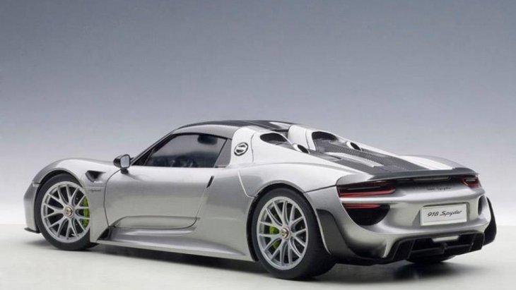 การออกแบบตั้งแต่ด้านหน้าถึงด้านหลังที่มีความประณีต สมกับเป็น Porsche