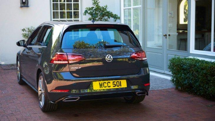 Volkswagen Golf  มียอดจดทะเบียนมากถึง 49,692 คัน และยังครองความนิยมในตลาดยานยนต์อย่างต่อเนื่อง