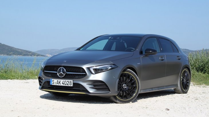 Mercedes-Benz A-Class  ถึงแม้ว่าจะเป็นรถยนต์รุ่นใหม่มีการเปิดตัวออกจำหน่ายเมื่อไม่นานมานี้  แต่ตัวเลขการจดทะเบียนก็มีมากถึง  23,795 คัน