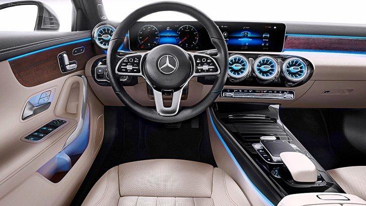 ภายในห้องโดยสาร All-new Mercedes-Benz A-Class Sedan 2019 ไม่มีอะไรแปลกใหม่ไปจาก A-Class ตัวถังแฮตช์แบ็กและ CLA Coupe ที่เน้นความล้ำยุค (Avant-Garde)