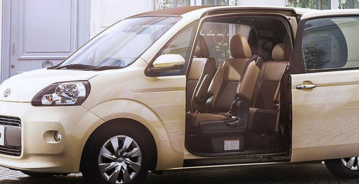 Toyota Porte คือ รถขนาดคอมแพกต์ที่ดีไซน์เรียบง่ายก็ยังไม่วายหาเรื่อง เพิ่มนู่น เติมนี่ได้ตลอดเวลา กลบความจำเจได้เรื่อย ๆ ด้วย Toyota Porte F Raffine รุ่นตกแต่งพิเศษ