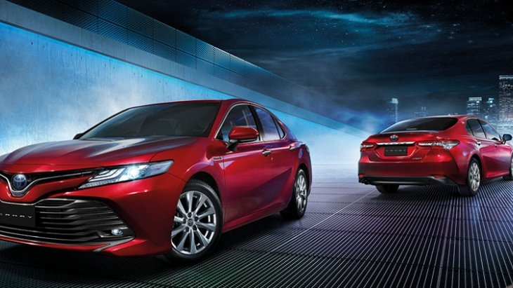 "Toyota Camry ""รถยนต์เก๋งซีดานสุดหรูระดับพรีเมียมสไตล์สปอร์ต"" ราคารถยนต์มือสองปี 2018 สูงสุด  1,380,000 บาท"