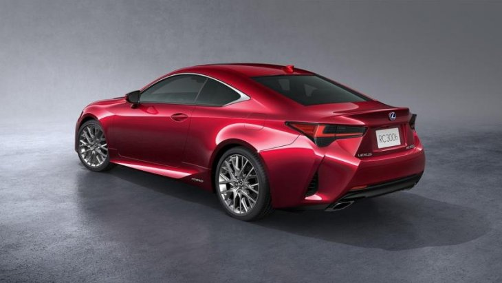 เบื้องต้นนั้น Lexus RC 2019 มาพร้อมกับรูปลักษณ์ที่สะดุดตามากขึ้น