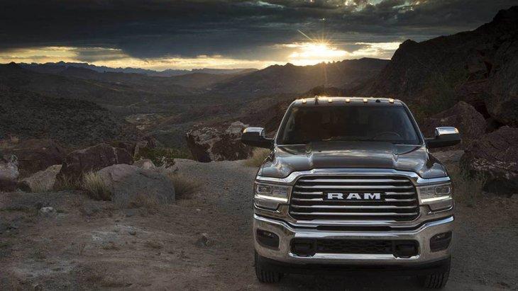 สำหรับ Ram Heavy Duty  นั้นจะตัดน้ำหนักทั้งหมดของตัวออกไปทั้งสิ้น 143 ปอนด์ (65 กิโลกรัม) ด้วยกันเมื่อเปรียบเทียบกับรถแบบเก่า พร้อมทั้งระบบช่วงล่างแบบ 4 ล้อที่ตอบสนองอย่างยอดเยี่ยม คือระบบแบบ Frequency Response Damping (FRD)