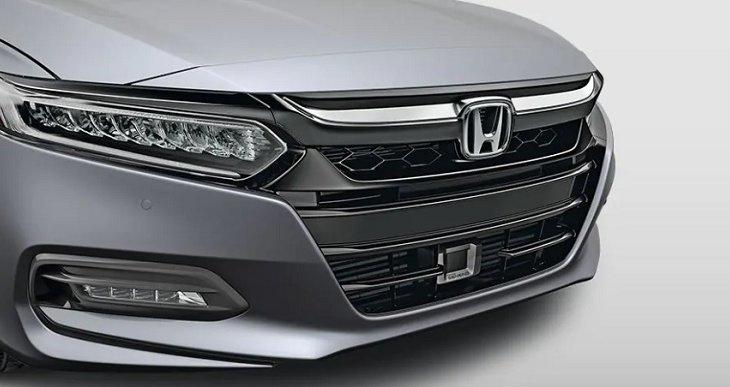 ชุดกระจังหน้าดีไซน์ใหม่ชุบโครเมียมสีดำ เพื่อเพิ่มความแข็งแกร่งและความเป็นสปอร์ตให้ Honda Accord 2019 โดดเด่นมากยิ่งขึ้น