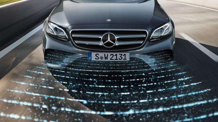 ไฟหน้าแบบ Multibeam LED ที่ช่วยเพิ่มความโฉบเฉี่ยวสไตล์สปอร์ตให้กับ Mercedes-Benz E-Class 2019 ได้อย่างลงตัว