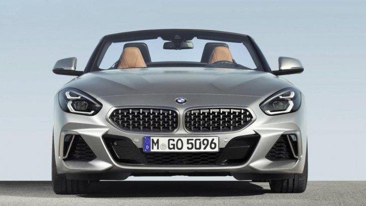 โดย2019 BMW Z4 sDrive20i Roadster เป็นคันแรก ตามมาด้วย 2019 BMW Z4 sDrive30i Roadster และ 2020 Z4 M40i
