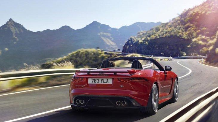หลักๆ การดีไซน์ยังคงเหมือน F-Type S Coupe ทุกประการยกเว้นการดีไซน์ช่องท่อไอเสียหลังที่รุ่น 300PS จะเป็นแบบเหลี่ยมแทนที่ วงกลมคู่ ในรุ่น S Coupe