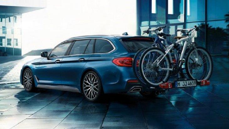 BMW 5 Series Touring 2019 มาพร้อมกับแร็คจักรยานหลัง Pro 2.0 ที่มีขนาดเบา แต่แข็งแรงและสามารถรับน้ำหนักได้ถึง 60 กก. และสามารถบรรทุกจักรยานได้ถึงสองคัน