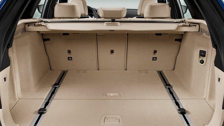 พื้นที่เก็บของด้านหลังของ BMW 5 Series Touring 2019 กว้างขวางสามารถบรรจุสัมภาระได้มากถึง 520 ลิตร