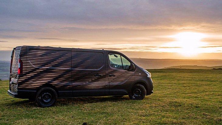 มีหลายรูปแบบตัวถัง ทั้งแบบตู้ทึบ (Panel Van), ตู้ทึบกึ่งโดยสาร (Crew Van) และเพื่อการโดยสาร (Combi) แต่รุ่นที่ Nissan UK นำมาดัดแปลงนั้นเป็นแบบ Panel Van ซึ่งกว้างขวางพอที่จะเปลี่ยนให้เป็นเวิร์กช็อปเคลื่อนที่ในฝันสำหรับช่างไม้