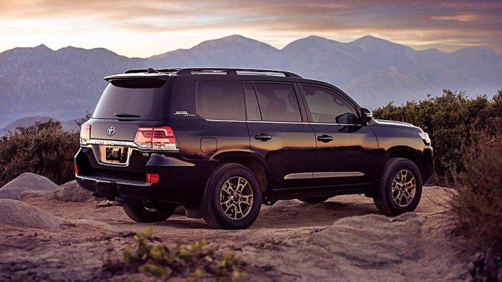 รวมถึงเสา D ยังติดตรา Toyota สร้างความรู้สึก Rusty หรูหราและแปลกตายิ่งกว่า Toyota Land Cruiser 2019 ปกติ