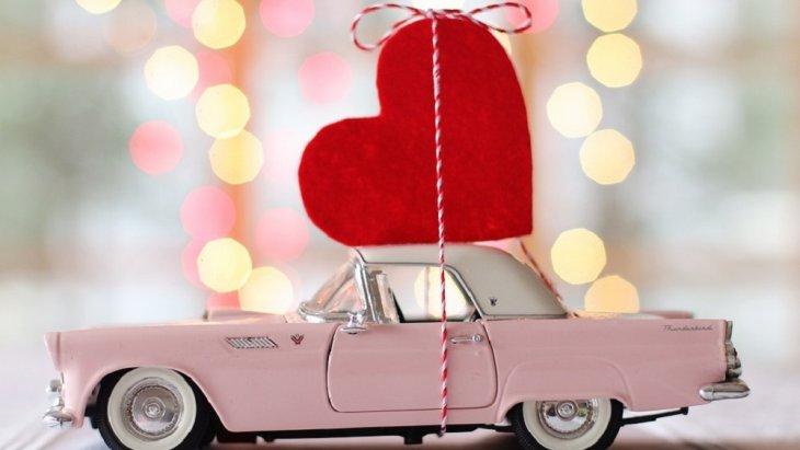 May love blossom all around you today and always. Happy Valentine's Day.  ขอให้ความรักเบ่งบานรอบตัวคุณวันนี้และทุก ๆ วัน สุขสันต์วันวาเลนไทน์