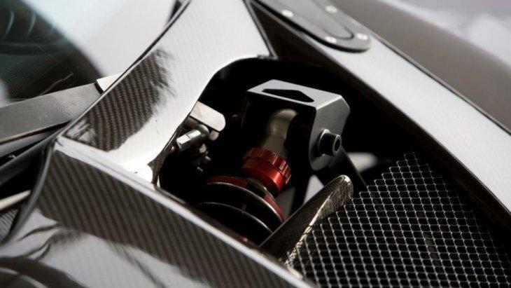 โดย T500 น้ำหนักน้อยกว่า 1100 กิโลกรัม และขับเคลื่อนด้วยเครื่องยนต์ออดี้ 4.2 V4 ขนาด 444 แรงม้าา