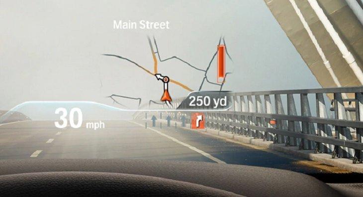 จอแสดงผล Head-up Display บริเวณกระจกด้านหน้าผู้ขับขี่ แสดงผลข้อมูลการขับขี่ และคำแนะนำในการเดินทาง