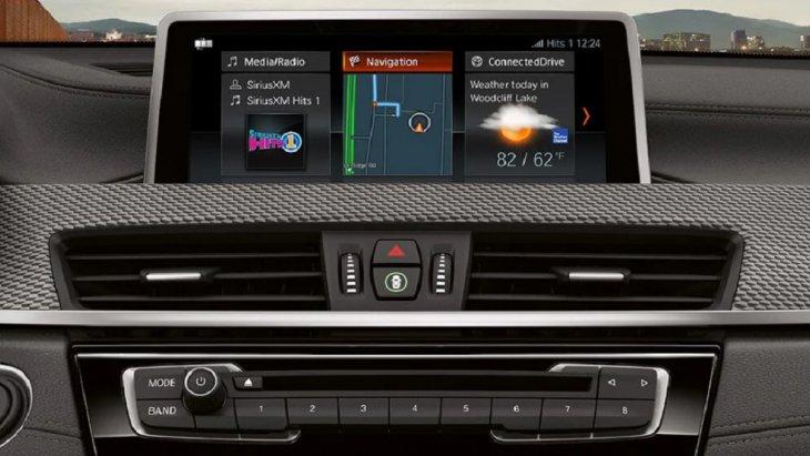 iDrive เทคโนโลยีใหม่ล่าสุดสามารถควบคุมระบบการทำงานและฟังก์ชั่นผ่านหน้าจอสัมผัสจอแสดงผลส่วนกลาง 8.8 นิ้ว