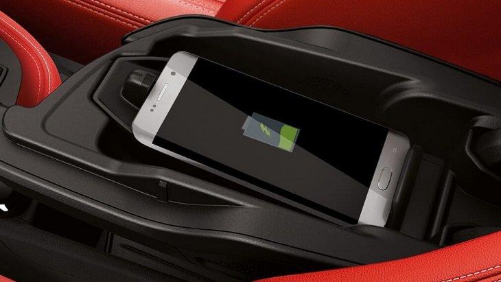 เทคโนโลยีชาร์ทแบตฯ สมาร์โฟนแบบไร้สาย และยังรองรับฮอตสปอต WiFi onboard ที่ช่วยให้คุณสามารถเชื่อมต่ออินเตอร์เน็ตได้อย่างง่ายดาย