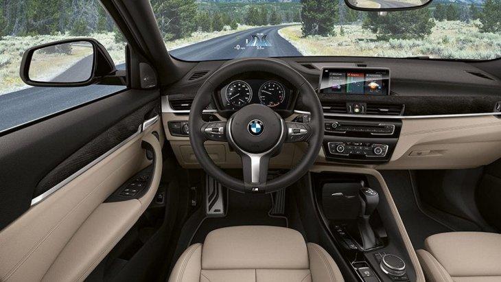 Head-Up Display ระบบแสดงข้อมูลการขับขี่  คำแนะนำการเดินทาง และการแจ้งเตือนการชนการ จำกัดความเร็วบนกระจกหน้ารถ