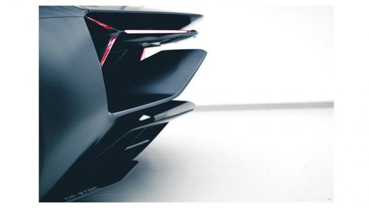 Lamborghini Unico อาจเป็นเพียงแค่ของเล่นหรือของสะสมที่แปลกใหม่ด้วยการใช้เทคโนโลยีชั้นสูงระดับเดียวกับรถแข่งในสนาม ติดตั้งเครื่องยนต์ วี 12 สูบ ขนาด 6.5 ลิตร พร้อมมอเตอร์ไฟฟ้า