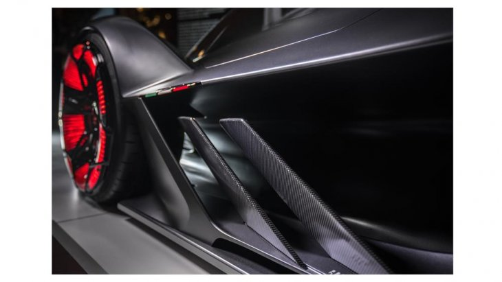 มันอาจน่าทึ่งสำหรับคนธรรมดาทั่วไปที่ต้องผ่อนอีโคคาร์อย่างน้อย 4 ปี มากว่า Lamborghini Unico ไฮเปอร์คาร์ ไฮบริด ราคาอย่างโหดขนาดนี้ จะขายง่าย ขายดาย และขายหมดตั้งแต่เดือนกรกฎาคม 2561 ก่อนการเปิดตัวอย่างเป็นทางการช่วงกันยาปีนี้เสียอีก
